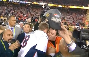 peyton-manning-first-kiss-papa-john-super-bowl-50-ftr